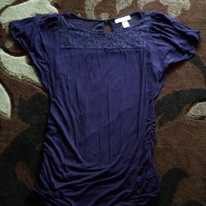 Maternity top, blue, lacey detail with flowy shld